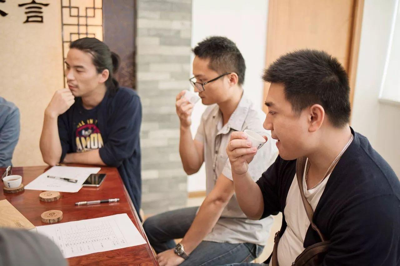 """衡南县宝盖中学开展2017年""""童心向党""""歌咏活动"""
