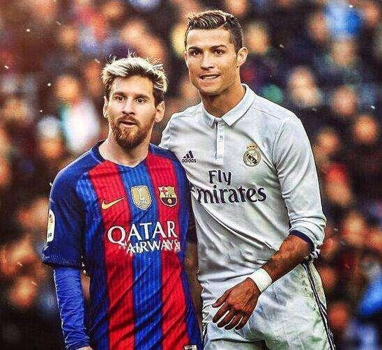C罗梅西不分高下 迷你罗踢球像梅西 将跳蚤之子远远甩在身后