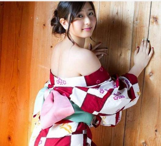 日本女人掰逼_23日本女人和服下的秘密:真的是不穿内衣?
