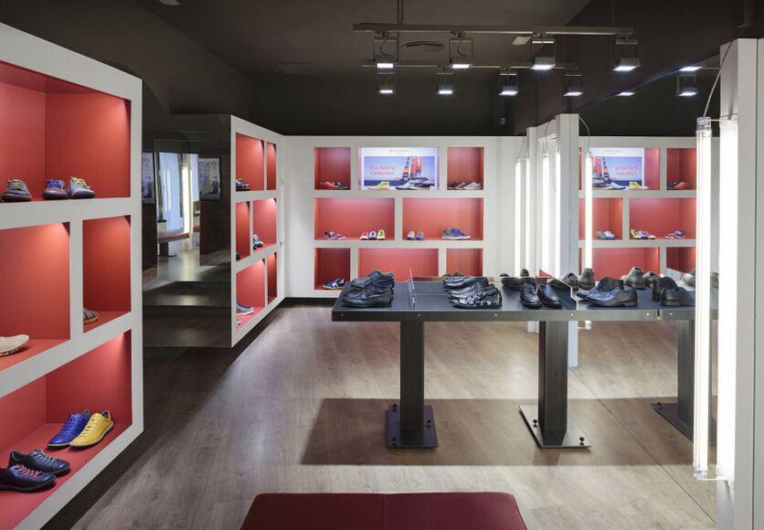 合肥鞋店装修设计需要一个能与顾客的空间图片