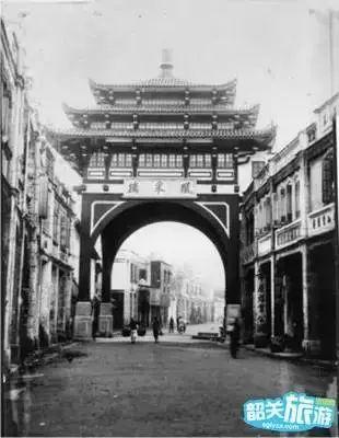 习近平:深刻感悟和把握马克思主义真理力量 谱写新时代中国特色社会主义新篇章