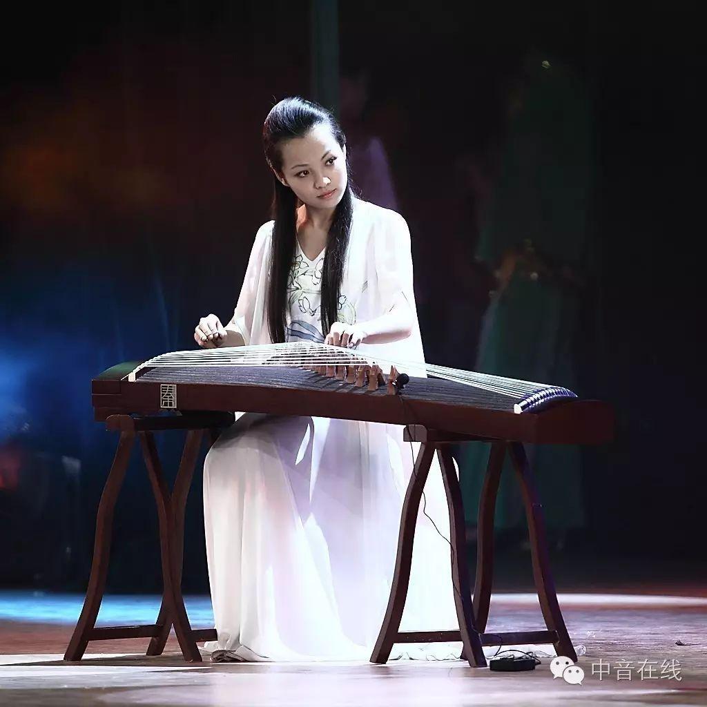 """而《山丹丹开花红艳艳》中的小快板,则让学生联系到陕北人民""""千家万户"""