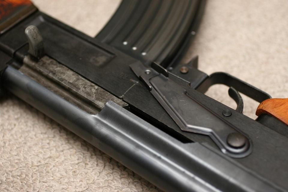 在参考m1加兰德步枪后,设计出m1944试作型样枪,采用m43步枪弹,回转式