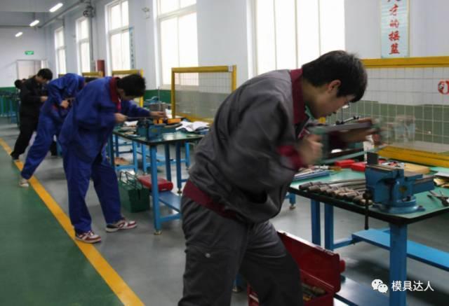 6000粒鳕鱼鱼肝油胶囊运输中受热粘连,国内卖家索赔未获支持