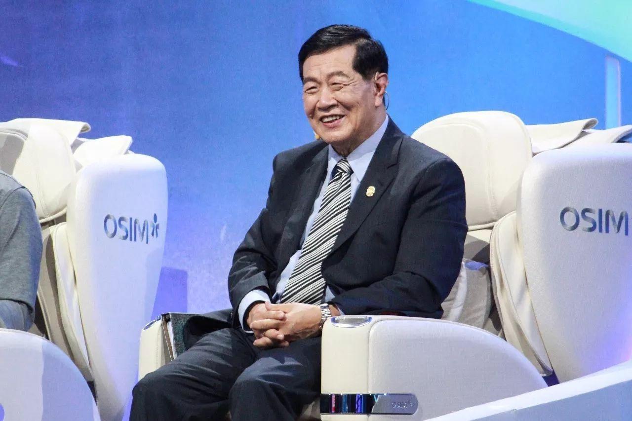 上海车展保时捷老板来到了众泰展台,看到SR9后,表情不可描述