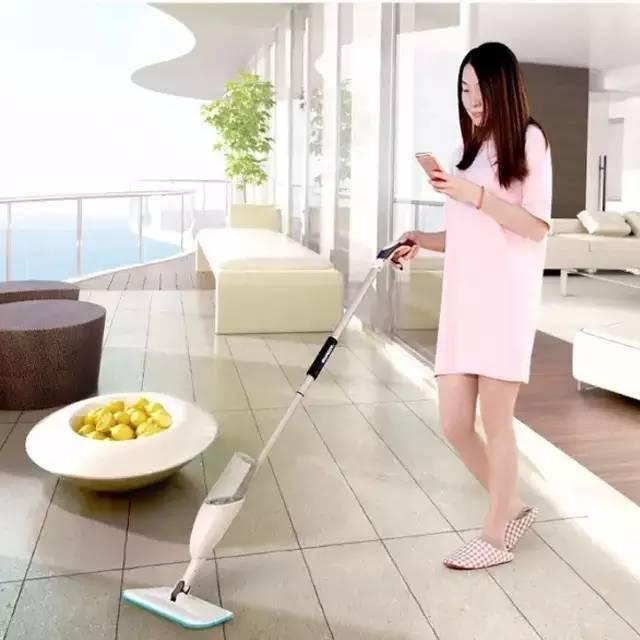 让老婆喷水技巧有囹�9io_一把多功能喷雾微湿快干拖把 平板喷雾喷水拖把 让老婆爱上做家务