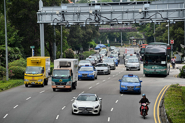 为缓解交通,新加坡决定自明年2月起冻结乘用车总量增长