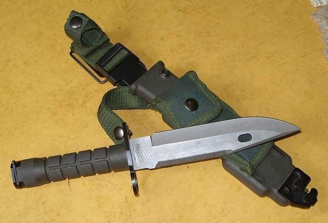 人肉�y���c!LH9k�9�m9�b_95式刺刀:95式刺刀与美军m9刺刀相似,外观主要区别是刀柄,95是纺锤型