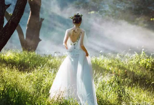 2018年哪些婚纱照风格最受欢迎?复古婚纱照,小清新婚纱照,森系婚纱照图片