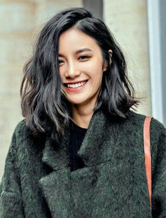 时尚 正文  相对于内扣发型的简单,蓬松的锁骨烫发更加甜蜜有活力,和图片