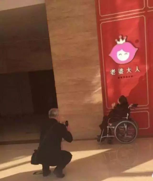 王博文出席CHIZHANG时尚秀 王者归来霸气十足