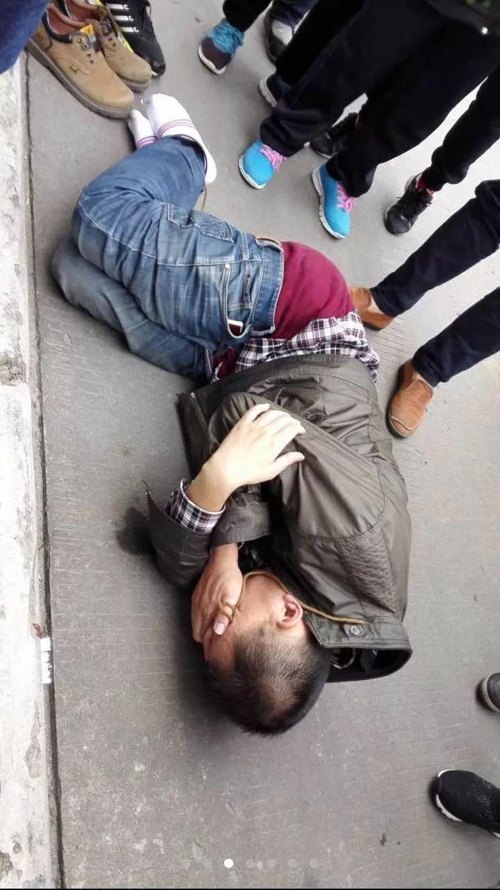 女厕偷窥经历_变态男在香园街用摄像机偷拍女厕现场被抓(附视频图片)