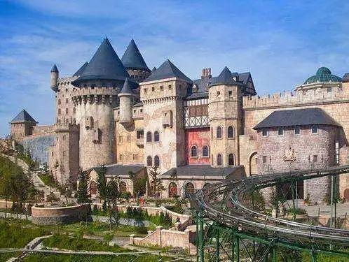 法式城堡,美食,夜景,美酒,岂不乐哉?图片