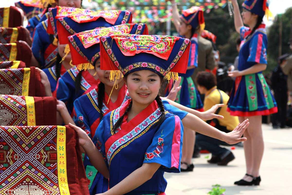 壮族人口有多少_汉族蒙古族回族壮族同族六个民族各有多少人口
