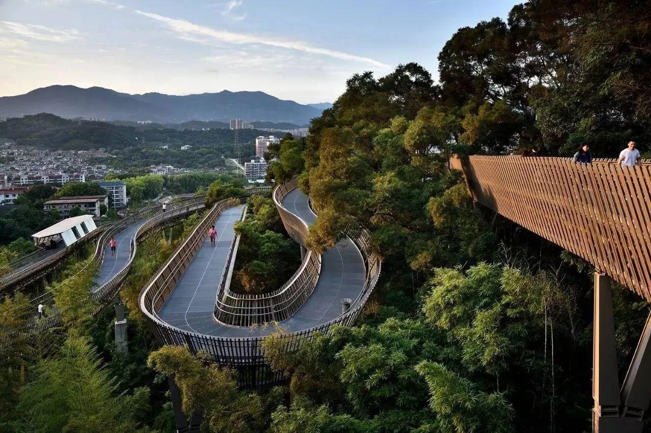 西南连闽江廊线,中间沿着金牛山山脊线,贯穿左海公园,梅峰山地公园图片