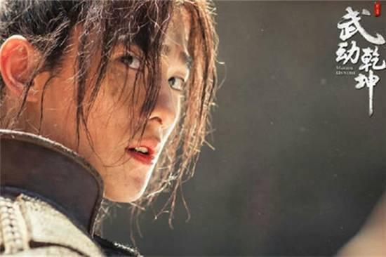 陈奕迅13岁女儿长开了,对比徐濠萦,她的时尚感要好太多了!