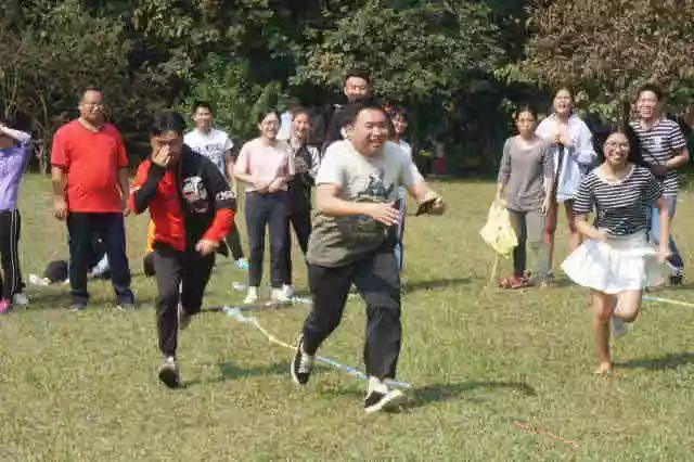 这个地方的油菜花刚刚开,北京人喜欢去那里