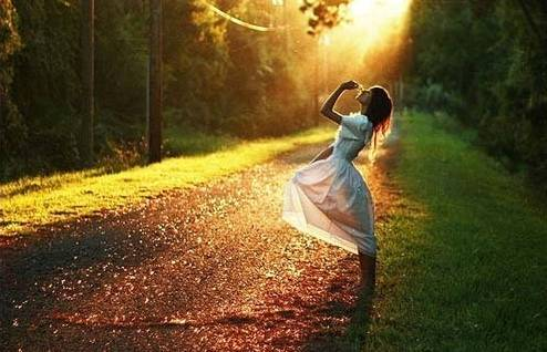 爱你的生怕给你不够,不爱你的就怕你要求过多,他说过要保护你,可大风大浪都是他给的