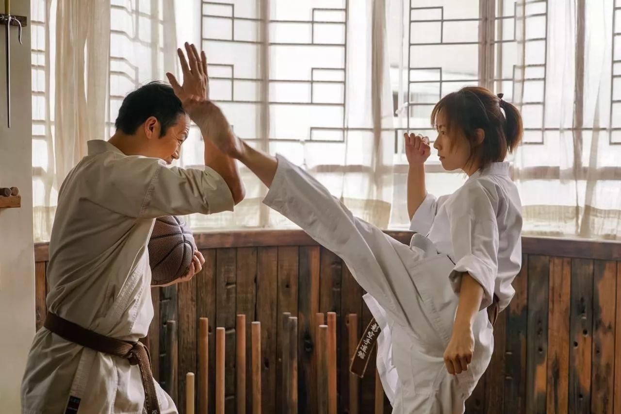除张艺兴外,冯绍峰曾露出上身与杨幂拍合影