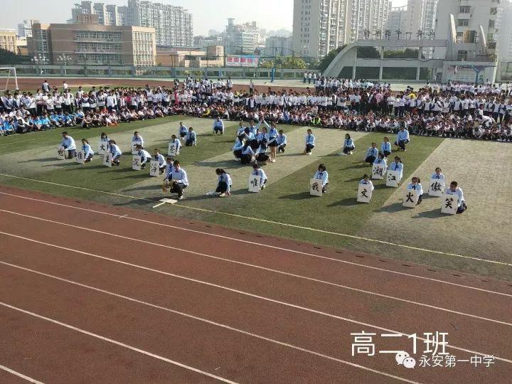 江苏60岁大叔网曝6块腹肌照走红,他称要练出李小龙的8块腹肌