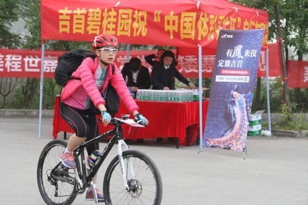 """中国最神秘的族群:身份证写着""""穿青人"""",却不属于56个民族"""