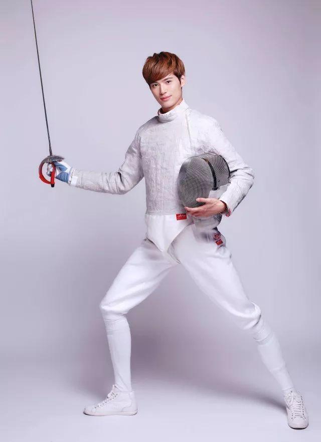 中国击剑队佩剑网友运动员.是男子口中背式自行车图片