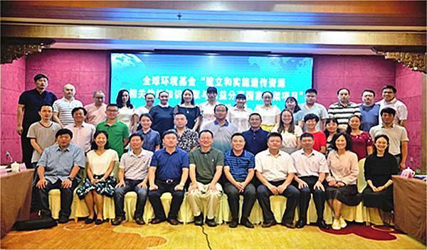 上海粉蝶乳腺疾病关爱中心向癌症康复者送上生日祝福