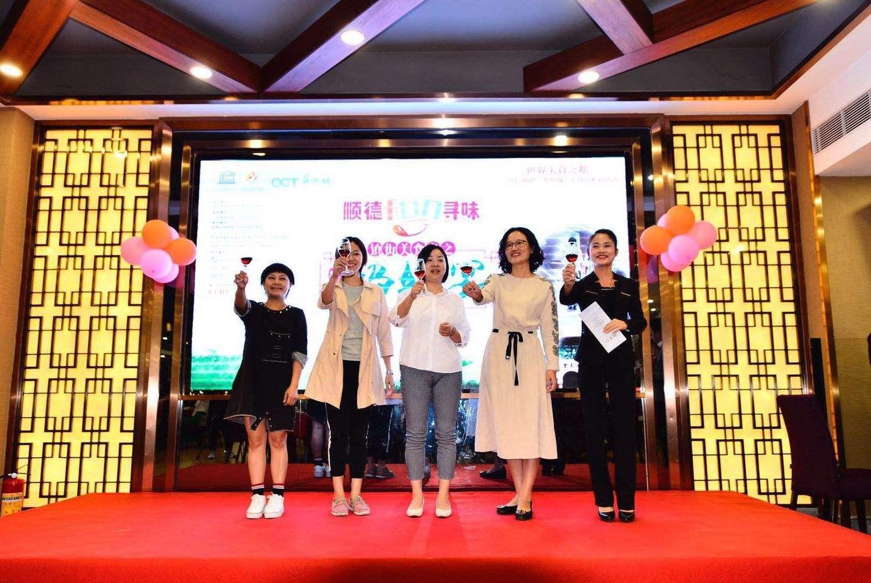 张子枫穿抹胸裙出席活动,网友:这还是当年唐山的小方登吗!
