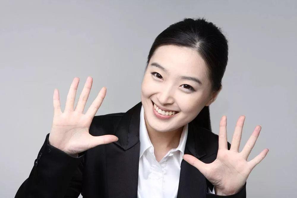 TVB小生袁伟豪宣告父亲病逝 泪洒留言:妈妈交给我吧