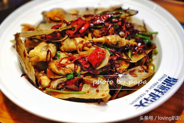 不足十元能吃到满满一桌鲍鱼大闸蟹?吃海鲜送火锅