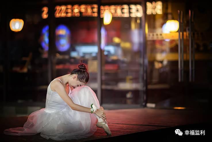 在初恋结婚的现场 我去看看她 初恋的一个举动让我大惊失色