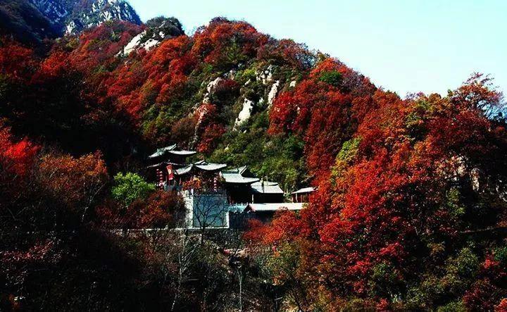 黑山大峡谷自然风景区地处太行山深处,位于平山县西北部.