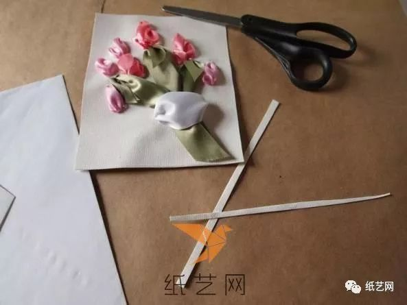 漂亮的丝带绣花朵贺卡制作教程