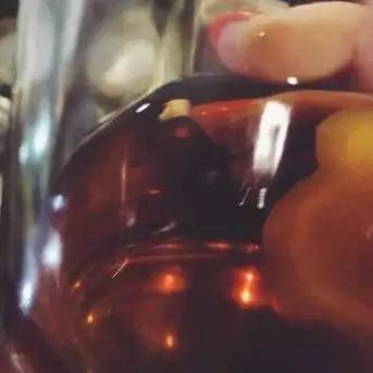 拍卖,一瓶70年代的葵花牌茅台酒价值多少钱?
