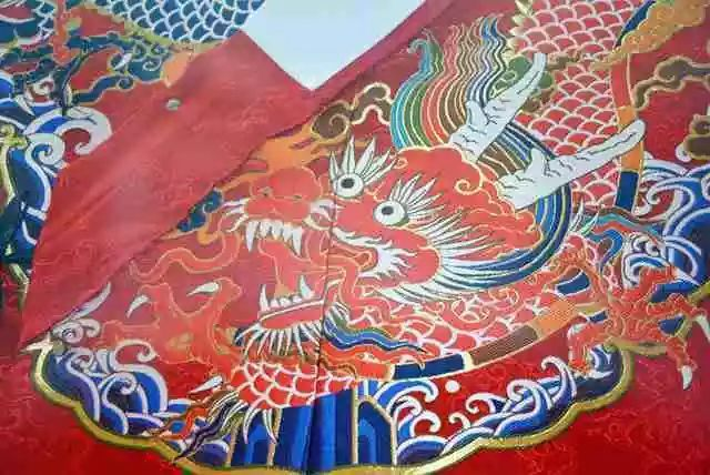 飞鱼服上精细的绣工花纹