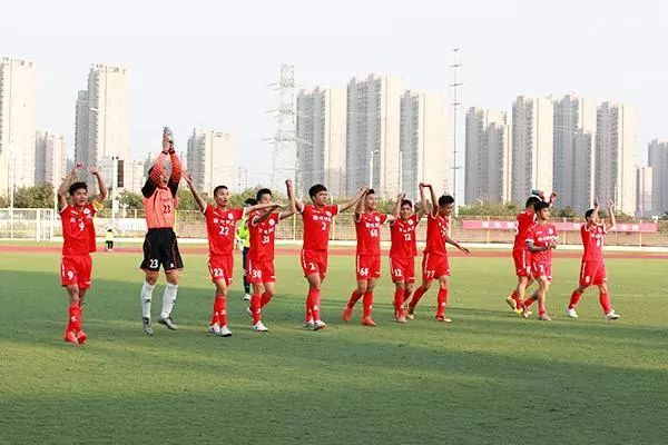 再夺桂冠!滁州职业技术学院校足队斩获2017安徽省大学生足球联赛冠军!