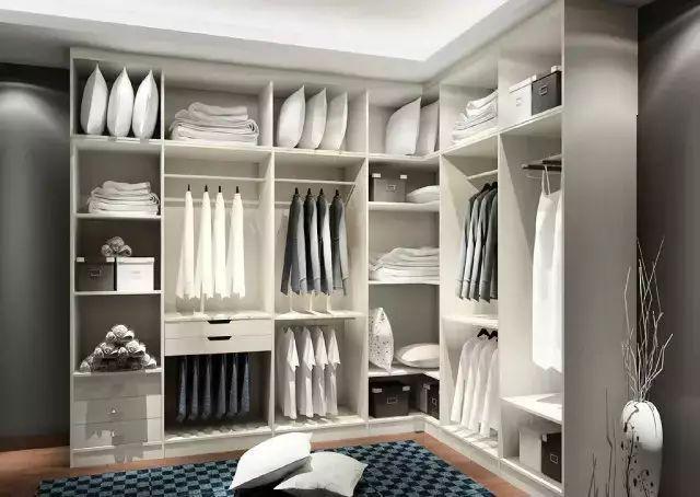 一字型衣柜的设计,一般适合面积较小的户型,也是卧室常用的衣柜,房间图片