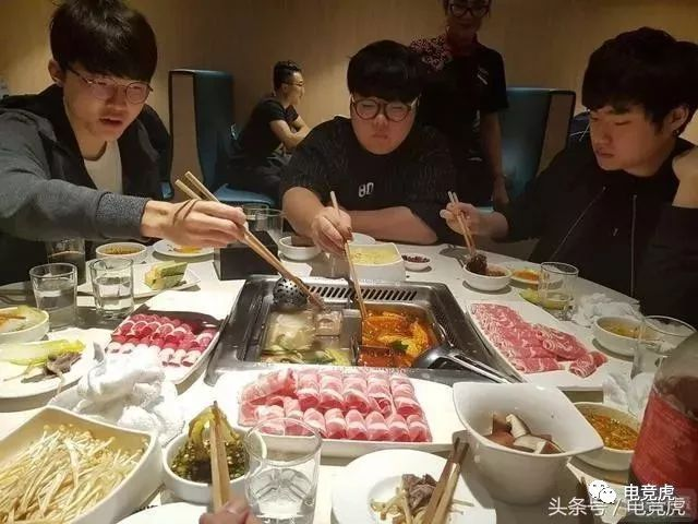 香港公屋户免租1个月SKT抵京去吃海底捞 三星怕是要稳了