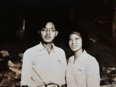 曾是周冬雨的恋人,被张艺谋捧了8年没火,如今和赵丽颖纠缠爱恋竟一夜爆红。