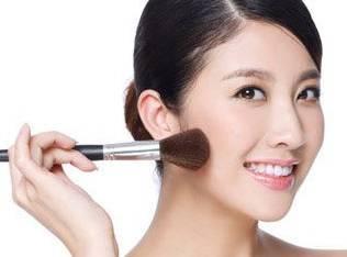 搞笑GIF:据说这是最近流行判断脸瘦不瘦的一种方法