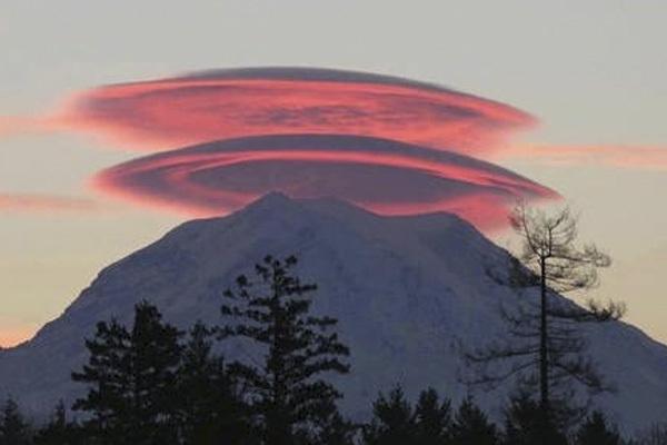 【多图】富士山的笠云现象,仿佛看到了创界山