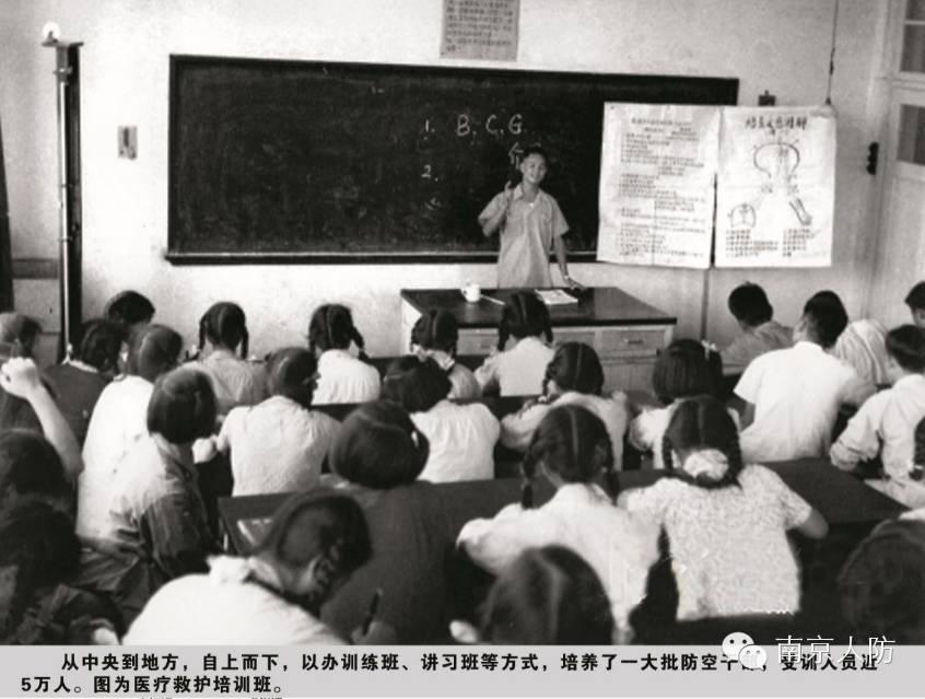 63岁高龄少女刘晓庆,为青春拉皮拉到耳朵变形?