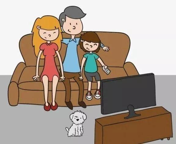 看_有没有突然很怀念小时候,和爸妈一起窝在沙发上看电视的日子?