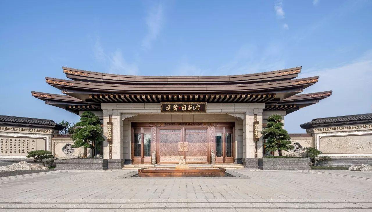 公�:-a:+�_这种尺度的大门,在古时非王公贵胄之宅不可采用,是主人显赫地位的