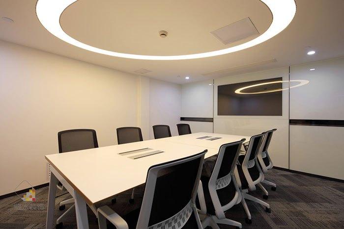从20世界80年代,国外办公室设计的风潮开始流入中国开始,风格从繁琐到