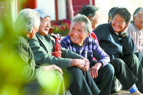 我现在55岁了在农村交多少保险费,60岁后给开支。我们这村统一给...
