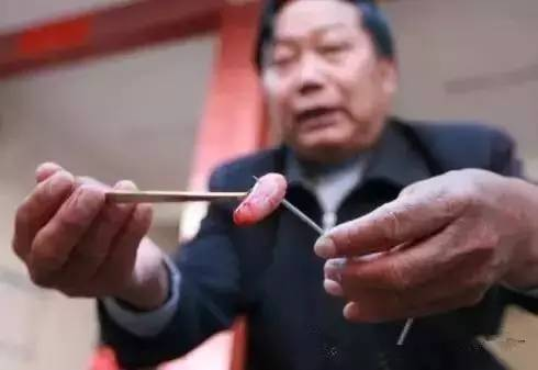 【哏儿都热议】——天津马路上最近出现的介个东西,到底是噶嘛用的?