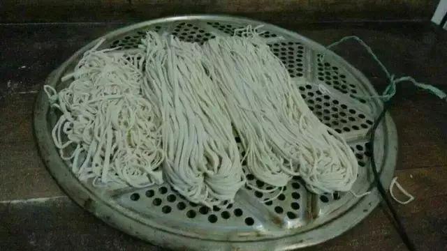 朋友的农村婚宴,有道菜看了想吐,却要800块钱一斤!你吃过吗?