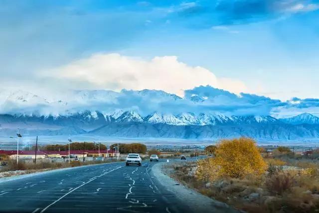 ▼场景半小时转换一次.窗外开始飘雪,眼前是耸入天际的皑皑雪山.