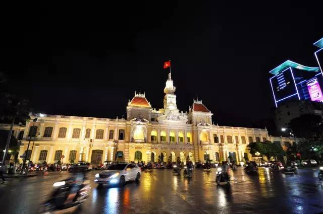 张翰开4600万的白色拉法现身上海,中国仅有两台